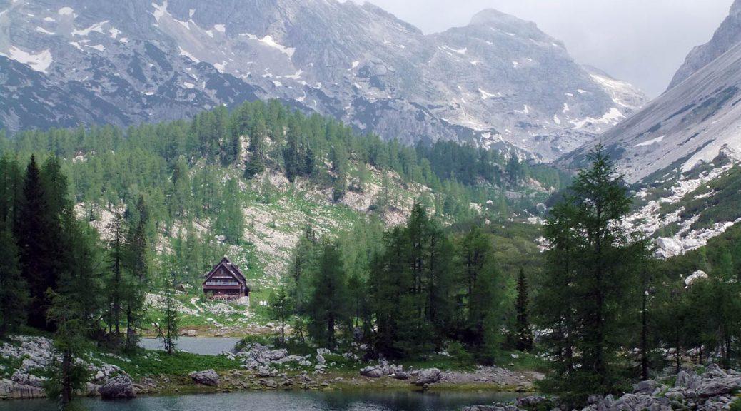Triglavskih-Jezerih-üHtte im Tal der Triglav-Seen